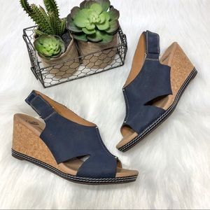 CLARKS Helio Float Wedge Sandal Blue/tan